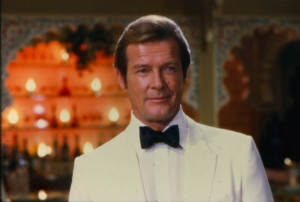 james-bond-roger-moore-arrives-at-the-casino_660